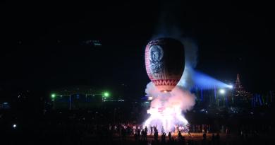 Surprenant festival des ballons au Myanmar dans les montagnes de l'Etat Shan