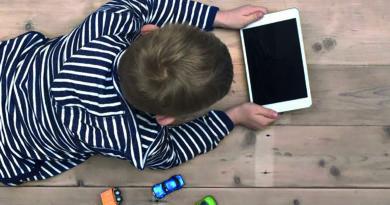 Votre enfant passe-t-il trop de temps devant les écrans?
