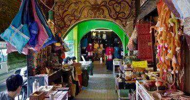 Kuching, Cité équatoriale au charme langoureux